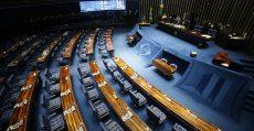 DF - SENADO/PLENÁRIO - POLÍTICA - O senador Paulo Paim (PT-RS) discursa no   plenário do Senado Federal, em Brasília,   nesta sexta-feira (20), durante sessão não   deliberativa.    20/02/2015 - Foto: DIDA SAMPAIO/ESTADÃO CONTEÚDO