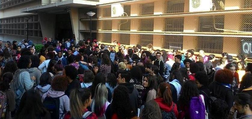 Estudantes ocupam reitoria da UFRGS para barrar mudanças na política de cotas