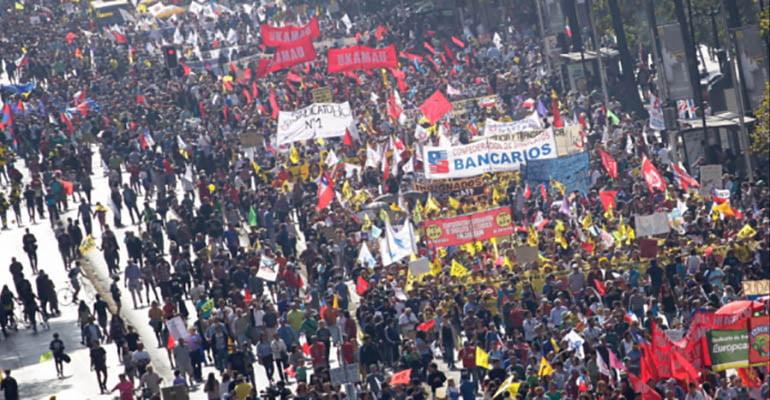 Povo chileno sai às ruas em 'maior marcha da história' contra sistema de previdência