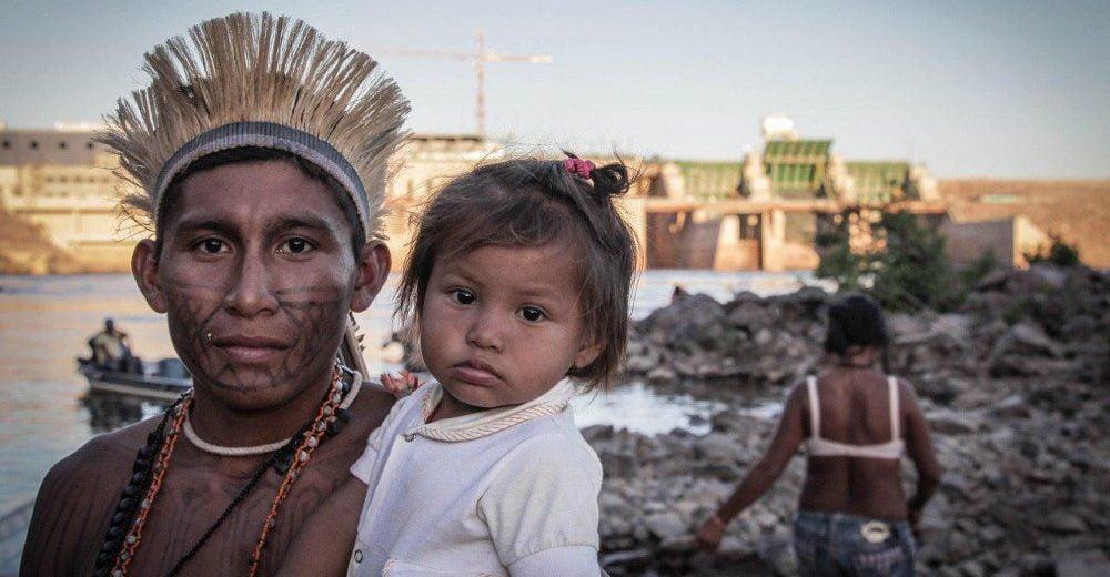 Mulheres índias munduruku pautam ocupação do canteiro da hidrelétrica São Manoel
