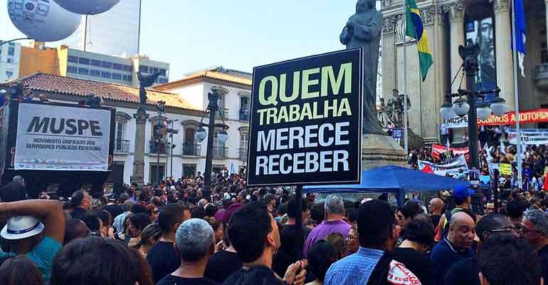 Quase metade dos servidores do Rio ainda estão com salários atrasados