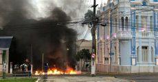 No Rio Grande do Norte, trabalhadores protestam contra pacote da morte de Robinson Faria (PSD)