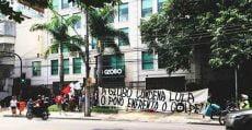 Movimentos sociais ocupam sede da Rede Globo, no Rio