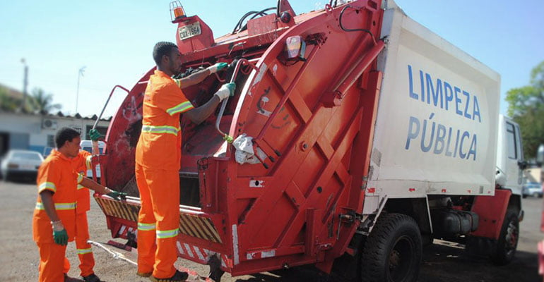 Tecnal é proibida de transportar empregados nos estribos dos caminhões de lixo