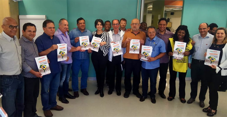 Centrais entregam Agenda Prioritária à pré-candidata à Presidência Manuela d'Ávila