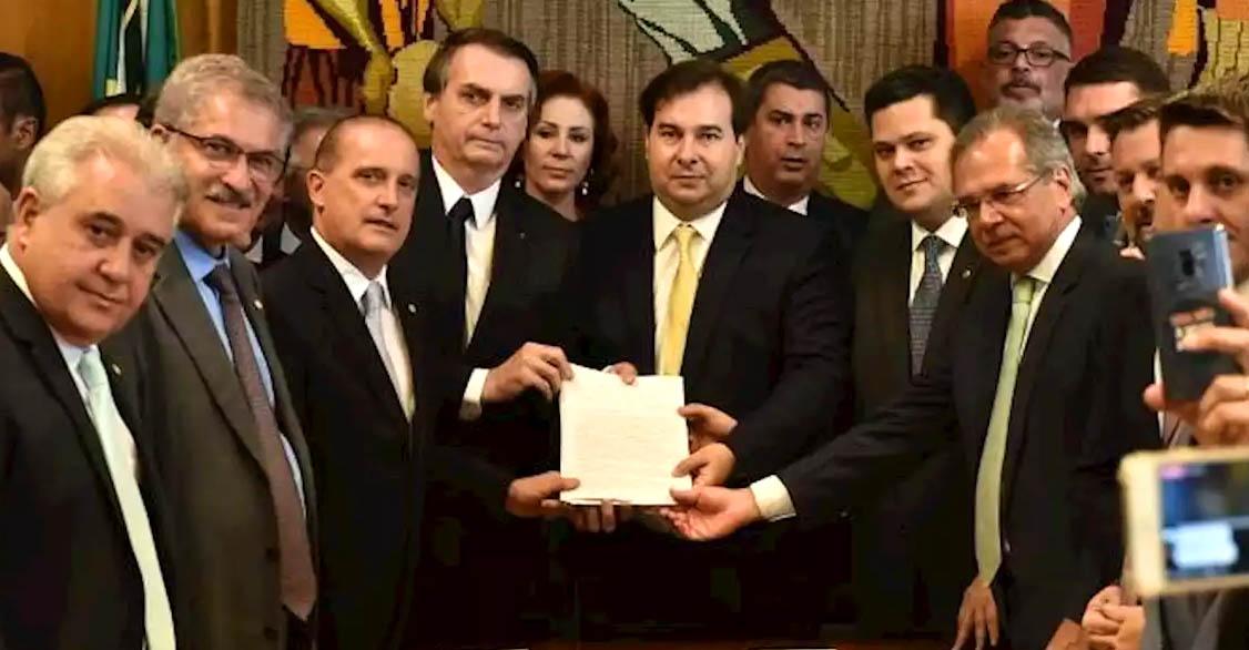 Pontos da reforma: Bolsonaro abre guerra contra aposentadoria pública